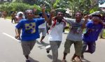 "Photo : junior and senior high school students shout ""Papua will certainly be independent"""