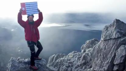 "Papua's banned Morning Star flag, flown by climber Christian Welponer of South-Tyrol in Italy, from the top of the highest mountain of West Papua in late 2011, one of the ""Seven Summits"" (screen grab C. Welponer/ WPM file)"