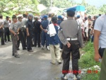 50 Police with rifles and batons blocked remedy yapen3
