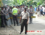 50 Police with rifles and batons blocked remedy yapen4