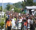 Tampak Poto II  Sekretaris Jendral  Negara Bagian Domberai, Tuan Alfred Auparai melakukan orasi-orasi politik dan pedidikan politik perjuangan Papua menuju Pengakuan Kedaulatan Bangsa Papua diadapan Masa aksi