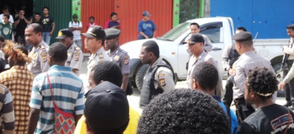Indonesian police prevent KNPB demo; arrests of Victor Yeimo (Photos: West Papua Media stringers)