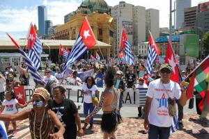 West Papuan Morning Star flags flying at Federation Square, Melbourne (Australia), December 1, 2012.  (Photo: West Papua Media)