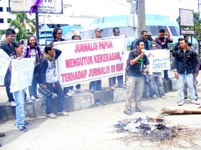 Journalists in Jayapura hold Demo to Reject Violence Against Journalists. (Jubi / Arjuna)