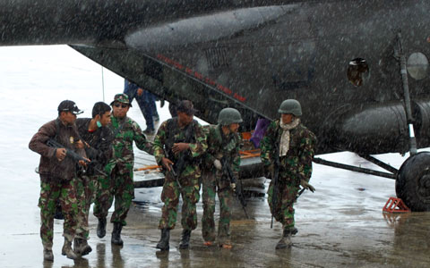 Troops in Tingginambut after being shot at in helicopter by TPN, Feb 24 (Photo: TNI)