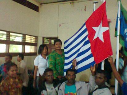 Activists raise the banned West Papuan Morning Star flag during the ceremony, prompting the arrests of the organisers under makar (treason) provisions Photo: West Papua Media sources)