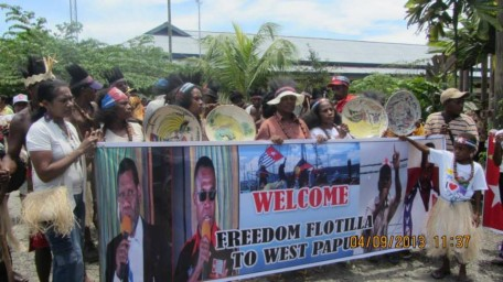 Demonstration welcoming Freedom Flotilla, Sorong (photo: supplied from Herman Wainggai, NFRPB)