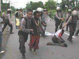KNPB members being arrested in Wamena, May 30