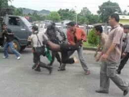 KNPB members being arrested in Wamena, May 30